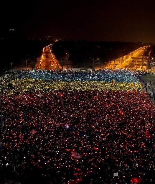 Manifestations en Roumanie pour demander la démission du gouvernement Grindeanu. © Twitter