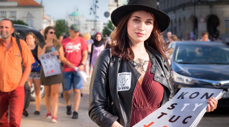 Elena Blum, Justice, Pologne, Véto